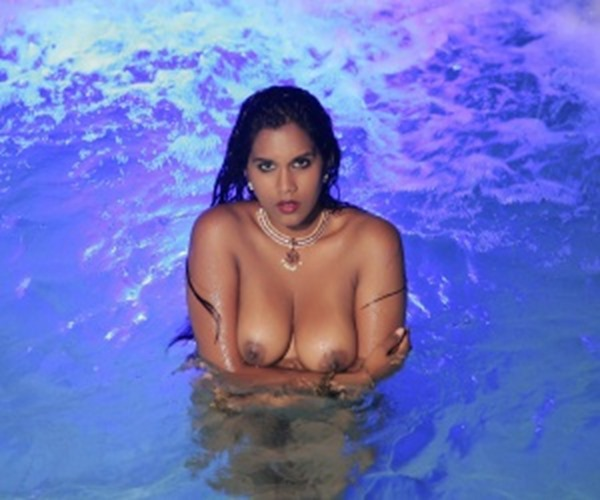 busty-indian-babe-in-the-water